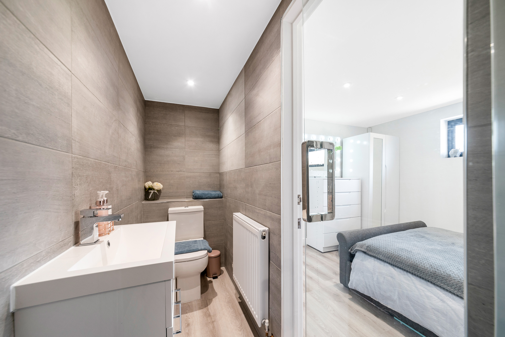 Garden room with bedroom and ensuite, Essex