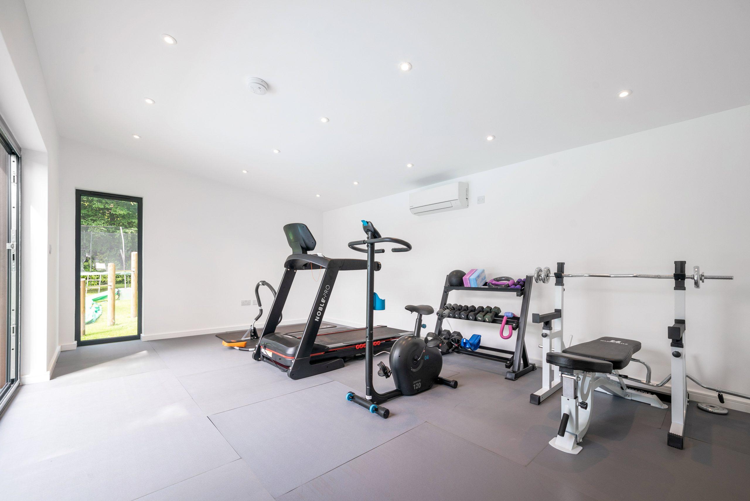 Contemporary garden gym studio in Essex